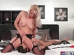 Blonde bombshell MILF in stockings(Kathy Anderson) 02 mov-07