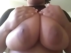 Thick lightSkin thot show her boobs