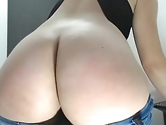 Wow hot babe showing phat ass with tiny g-string