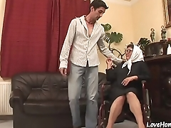 Old woman is still skilled at cock pleasing